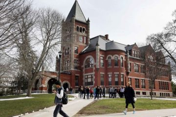 New Hampshire universitesi kutuphaneci 4 milyon dolar bagis 1