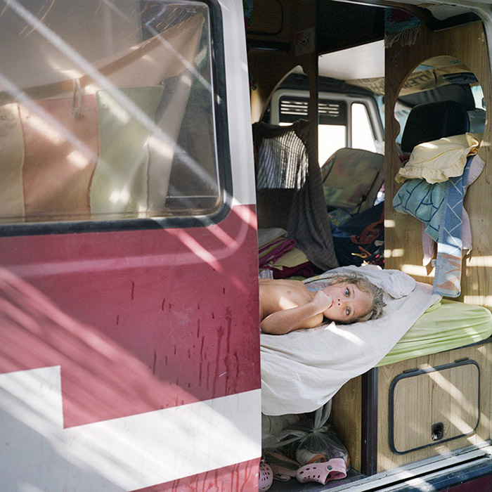Hybla is resting inside the van where they're sleeping untill the first part of the new house will be ready.