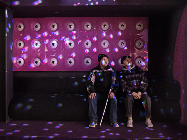 At a visit in a museum they were especially fascinated by the light reflections in the disco room.