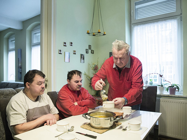 Lunch at their parents´ house. Before retiring Mister Fischer worked as a chef at the German Red Cross. Rolf used to help in the kitchen as well when his sight was still better.